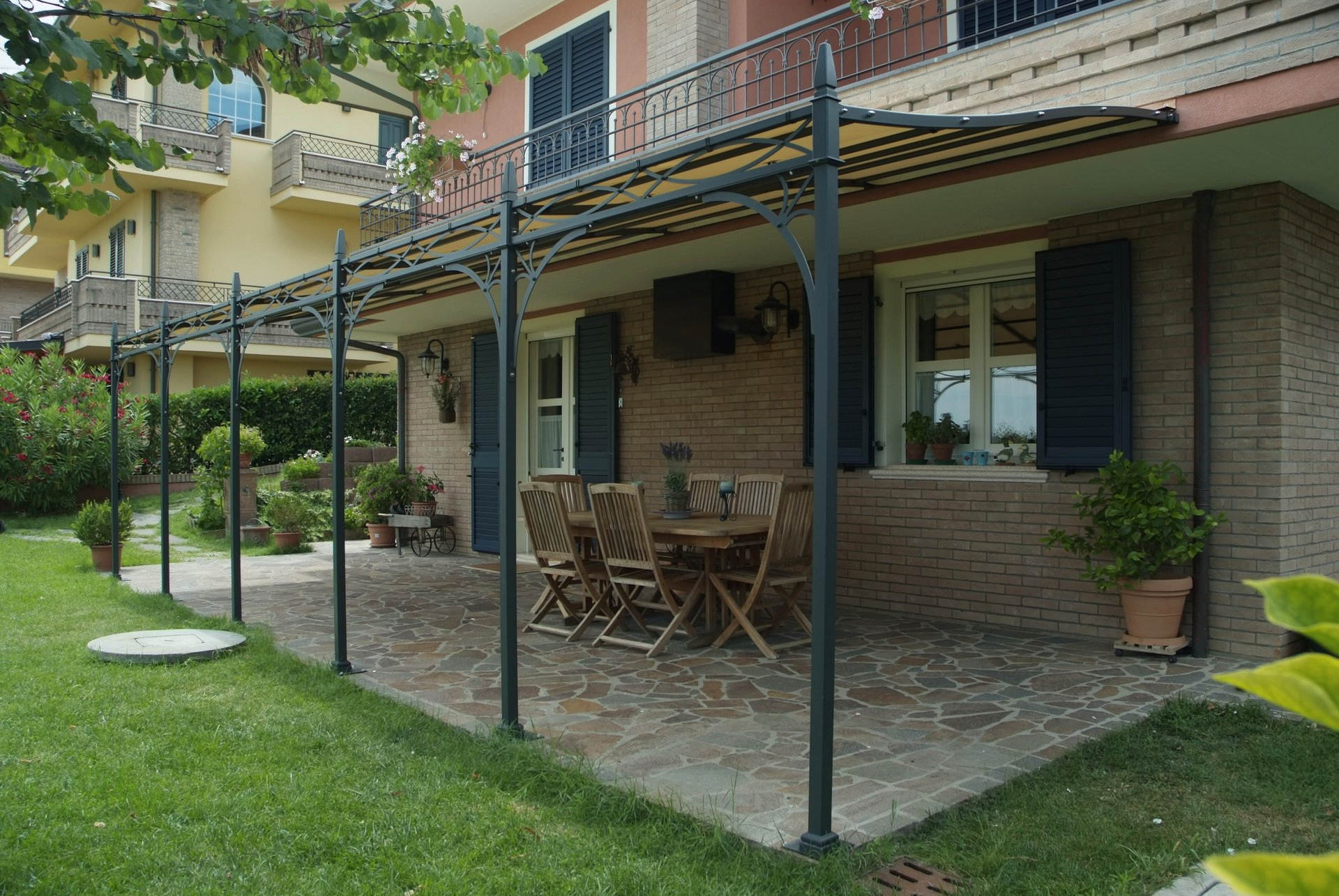 Pergola novecento in ferro forgiato zincatura a caldo dcoperture - Pergola giardino ...