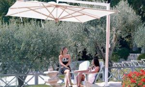 Diffusion Wood, ombrellone a braccio laterale per l'arredo giardino